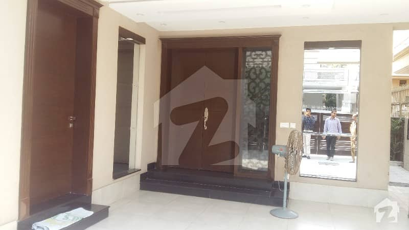 10 Marla Flat 2nd floor available urgently for Sale in Askari 11