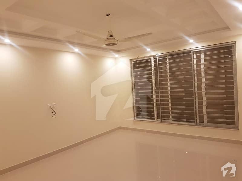 ڈی ایچ اے فیز 6 - بلاک کے فیز 6 ڈیفنس (ڈی ایچ اے) لاہور میں 6 کمروں کا 1 کنال مکان 1.8 لاکھ میں کرایہ پر دستیاب ہے۔
