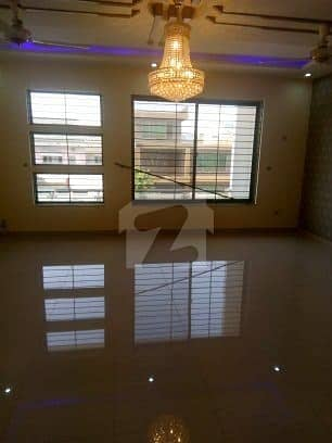 i8 Ground floor availble for rent