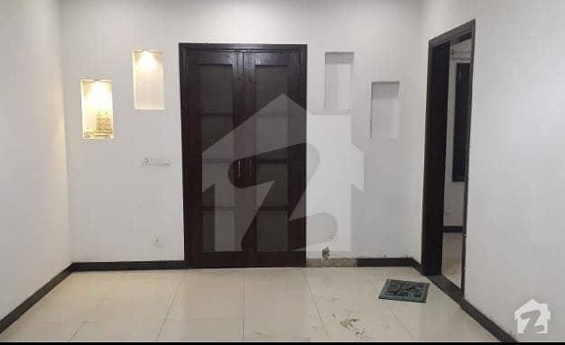 کلفٹن ۔ بلاک 5 کلفٹن کراچی میں 3 کمروں کا 10 مرلہ بالائی پورشن 1.25 لاکھ میں کرایہ پر دستیاب ہے۔