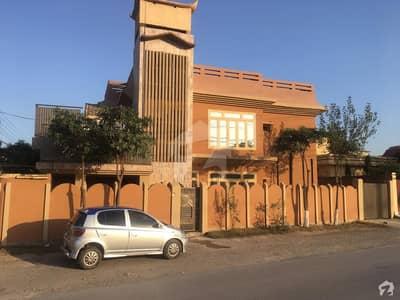حیات آباد فیز 1 - ای2 حیات آباد فیز 1 حیات آباد پشاور میں 5 کمروں کا 10 مرلہ مکان 2.6 کروڑ میں برائے فروخت۔