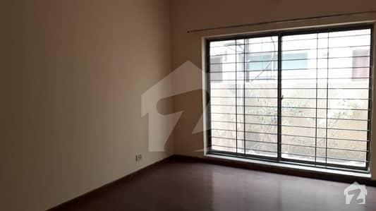 ڈی ایچ اے فیز 8 ڈیفنس (ڈی ایچ اے) لاہور میں 4 کمروں کا 10 مرلہ مکان 70 ہزار میں کرایہ پر دستیاب ہے۔