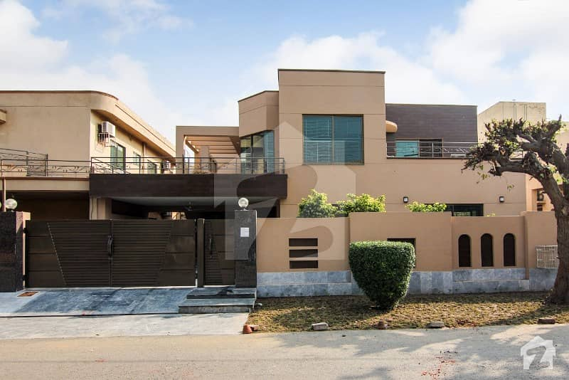 Beautiful Design Bungalow For Sale At Prime Location In Low Price
