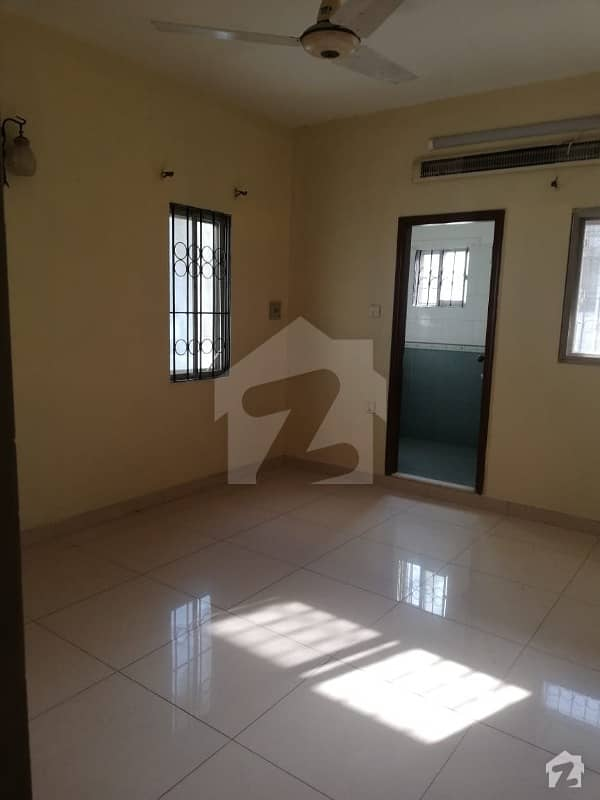 کلفٹن ۔ بلاک 3 کلفٹن کراچی میں 4 کمروں کا 15 مرلہ فلیٹ 1.2 لاکھ میں کرایہ پر دستیاب ہے۔