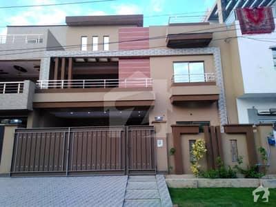 پی جی ای سی ایچ ایس فیز 2 پنجاب گورنمنٹ ایمپلائیز سوسائٹی لاہور میں 6 کمروں کا 10 مرلہ مکان 2.15 کروڑ میں برائے فروخت۔