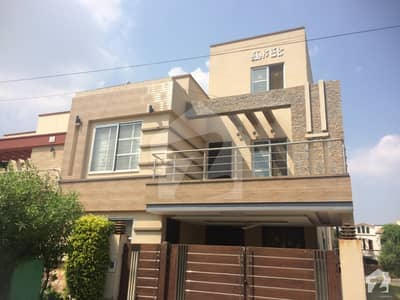 8 Marla Brand New Stylish House For Rent In Bahria Town Lahore