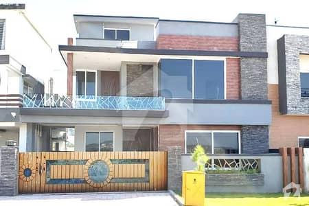 بحریہ ٹاؤن اسلام آباد میں 5 کمروں کا 12 مرلہ مکان 2.6 کروڑ میں برائے فروخت۔