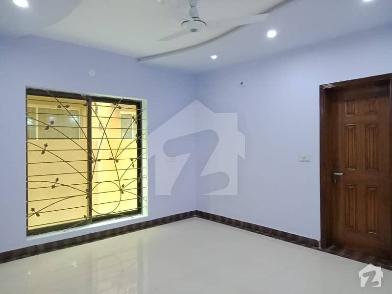 10 MARLA FULLY HOUSE FOR RENT VIP LOCATION OVERSEAS B BAHRIA TWON LAHORE