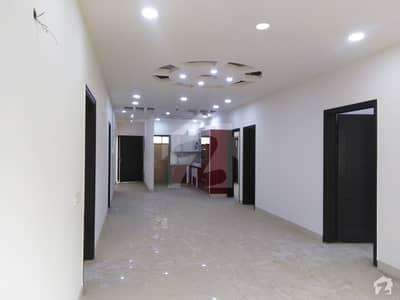 کلفٹن ۔ بلاک 9 کلفٹن کراچی میں 3 کمروں کا 9 مرلہ فلیٹ 4.25 کروڑ میں برائے فروخت۔
