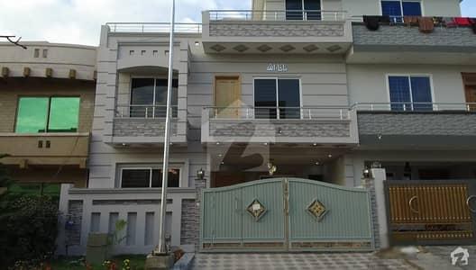جی ۔ 13 اسلام آباد میں 5 کمروں کا 8 مرلہ مکان 2.7 کروڑ میں برائے فروخت۔