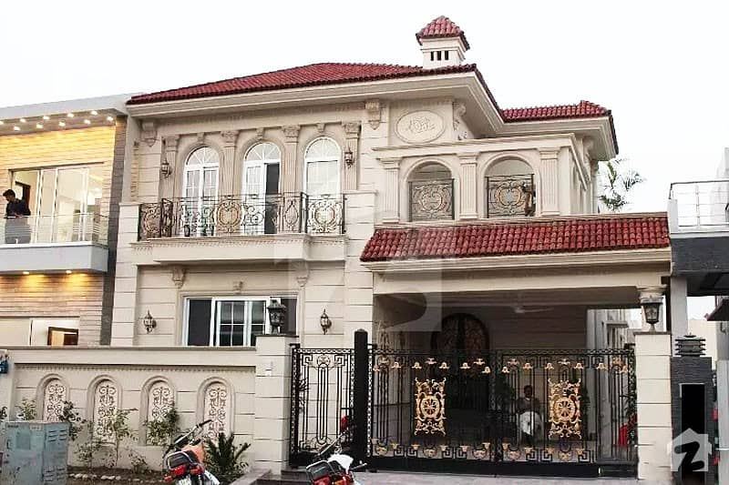 بحریہ ٹاؤن اسلام آباد میں 5 کمروں کا 10 مرلہ مکان 2.35 کروڑ میں برائے فروخت۔