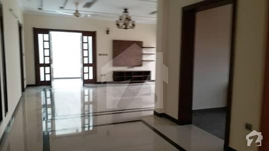 ڈی ایچ اے ڈیفینس فیز 1 ڈی ایچ اے ڈیفینس اسلام آباد میں 3 کمروں کا 1 کنال بالائی پورشن 40 ہزار میں کرایہ پر دستیاب ہے۔