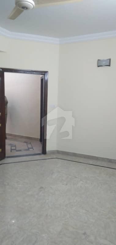 ایف ۔ 11 اسلام آباد میں 4 کمروں کا 14 مرلہ فلیٹ 95 ہزار میں کرایہ پر دستیاب ہے۔