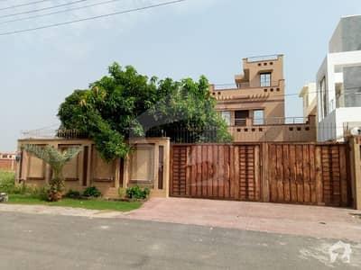 طارق گارڈنز لاہور میں 6 کمروں کا 1 کنال مکان 2.8 کروڑ میں برائے فروخت۔