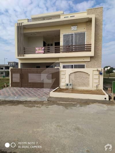 فیصل ٹاؤن - ایف ۔ 18 اسلام آباد میں 4 کمروں کا 8 مرلہ مکان 1.65 کروڑ میں برائے فروخت۔