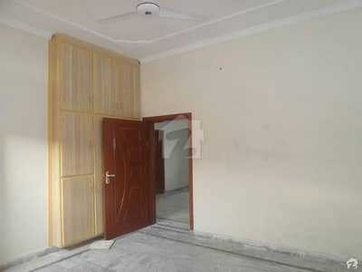 ڈی ۔ 12 اسلام آباد میں 8 مرلہ مکان 85 ہزار میں کرایہ پر دستیاب ہے۔