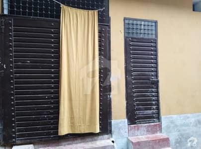 عید گاہ روڈ پشاور میں 3 کمروں کا 3 مرلہ مکان 15 ہزار میں کرایہ پر دستیاب ہے۔