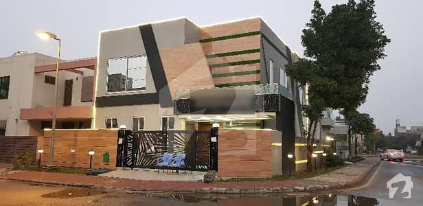 CORNER 11 MARLA BRAND NEW PRIME LOCATION HOUSE FOR SALE IN BAHRIA TOWN LAHORE