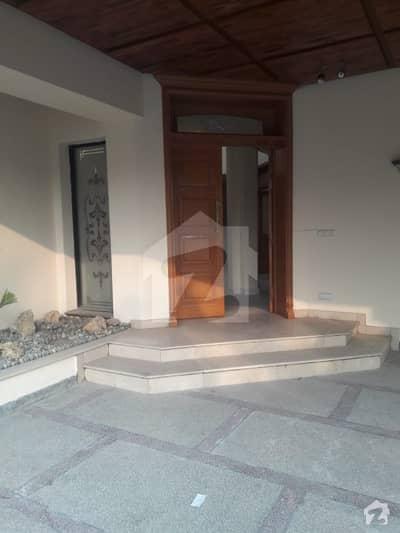 سرور کالونی کینٹ لاہور میں 6 کمروں کا 1.6 کنال مکان 4 لاکھ میں کرایہ پر دستیاب ہے۔