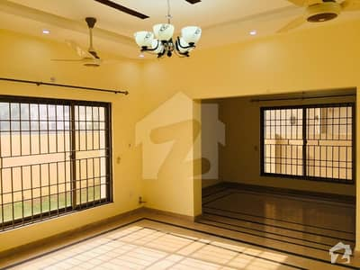 7 Bedrooms House Located In 70 Feet Street