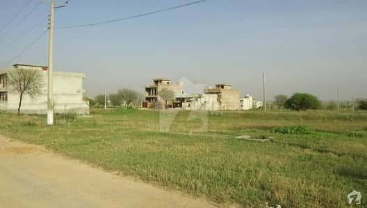 8 Marla Plot Of Ideal Location For Sale