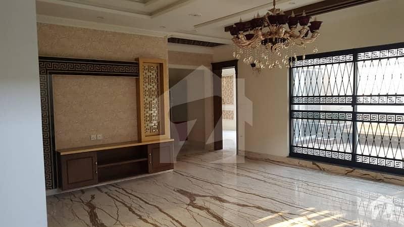 این ایف سی 2 - بلاک اے این ایف سی 2 لاہور میں 6 کمروں کا 2 کنال مکان 8 کروڑ میں برائے فروخت۔