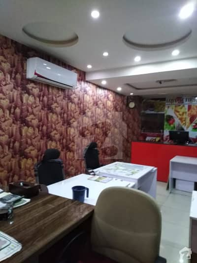 2 SIDE OPEN 680 SQFT VIP LOCATION SHOP AVALABLE