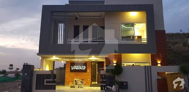 Ground Floor 16 Marla Brand New Portion For Rent Boulevard Category With Huge Extra Land And Lawn Ideal Location