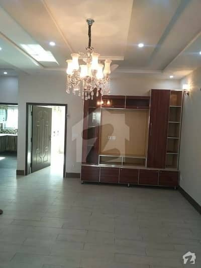 فیصل ٹاؤن فیصل آباد میں 3 کمروں کا 17 مرلہ مکان 2.25 کروڑ میں برائے فروخت۔