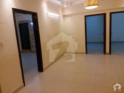 کلفٹن ۔ بلاک 2 کلفٹن کراچی میں 4 کمروں کا 12 مرلہ فلیٹ 3.5 کروڑ میں برائے فروخت۔