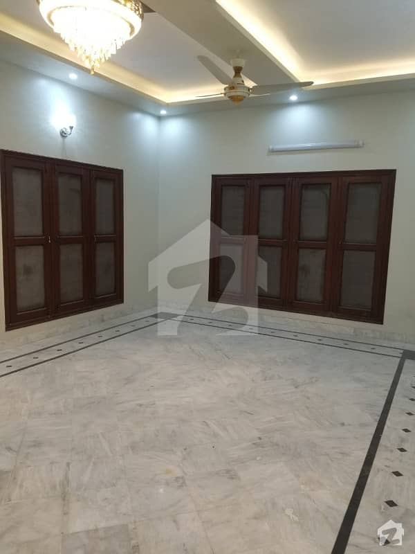 280 Sq Yard Town House For Sale