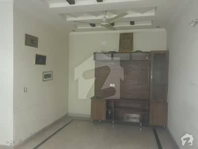 طارق گارڈنز لاہور میں 3 کمروں کا 10 مرلہ بالائی پورشن 35 ہزار میں کرایہ پر دستیاب ہے۔