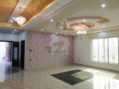 ڈی سی کالونی - نیلم بلاک ڈی سی کالونی گوجرانوالہ میں 6 کمروں کا 1 کنال مکان 3.25 کروڑ میں برائے فروخت۔
