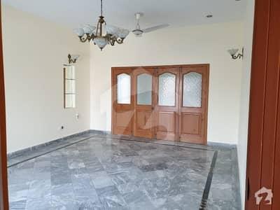 گلبرگ 3 گلبرگ لاہور میں 3 کمروں کا 1 کنال بالائی پورشن 80 ہزار میں کرایہ پر دستیاب ہے۔