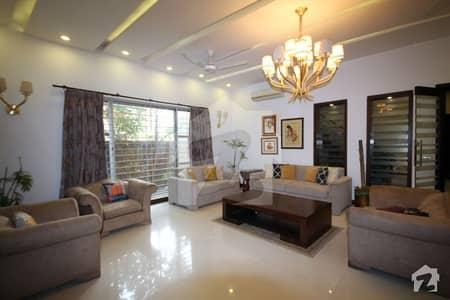 ڈی ایچ اے فیز 6 ڈی ایچ اے کراچی میں 5 کمروں کا 1 کنال مکان 3 لاکھ میں کرایہ پر دستیاب ہے۔