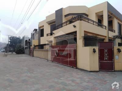 علامہ اقبال ٹاؤن ۔ راوی بلاک علامہ اقبال ٹاؤن لاہور میں 5 کمروں کا 10 مرلہ مکان 3.75 لاکھ میں کرایہ پر دستیاب ہے۔