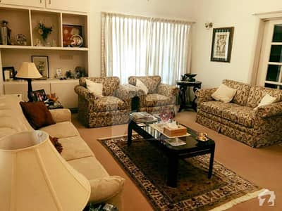 500 Yards 4 Bedrooms Well Kept House At Prime Location
