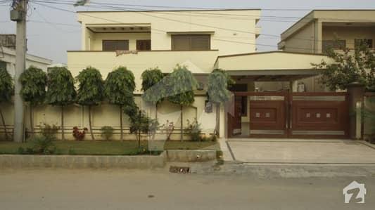 پی اے ایف فالکن کمپلیکس گلبرگ لاہور میں 6 کمروں کا 1 کنال مکان 5.5 کروڑ میں برائے فروخت۔