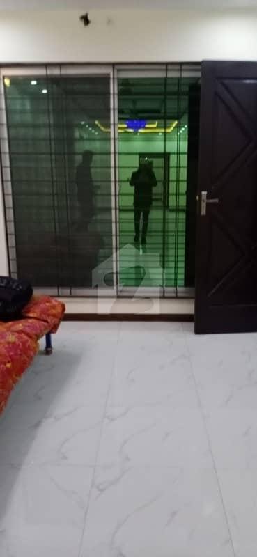 گلبرگ 3 گلبرگ لاہور میں 5 کمروں کا 10 مرلہ مکان 1.4 لاکھ میں کرایہ پر دستیاب ہے۔