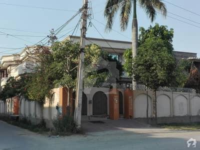 رحمان شہید روڈ گجرات میں 6 کمروں کا 1 کنال مکان 4 کروڑ میں برائے فروخت۔