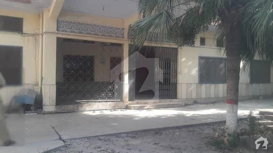 فقیر آباد روڈ پشاور میں 7 کمروں کا 2 کنال مکان 2 لاکھ میں کرایہ پر دستیاب ہے۔