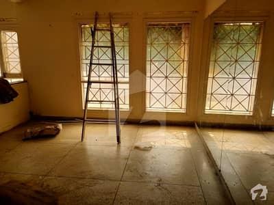 سِی ویو اپارٹمنٹس کراچی میں 3 کمروں کا 12 مرلہ فلیٹ 1.5 لاکھ میں کرایہ پر دستیاب ہے۔