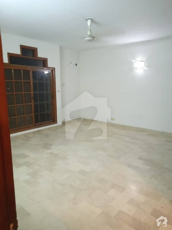200 Yards 4 Bedrooms House For Rent