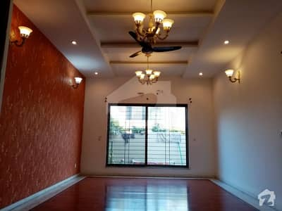 10 Marla  Stylish Bungalow Walking Distance Park House For Rent