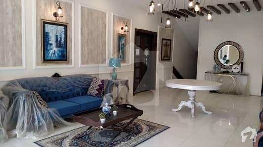 رائل رسدنکے گلشنِ اقبال ٹاؤن کراچی میں 4 کمروں کا 11 مرلہ فلیٹ 1.67 کروڑ میں برائے فروخت۔