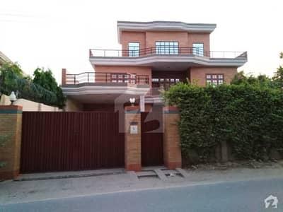 گارڈن ٹاؤن ملتان میں 7 کمروں کا 2.8 کنال مکان 2 لاکھ میں کرایہ پر دستیاب ہے۔