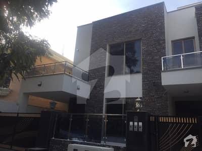 ایف ۔ 10 اسلام آباد میں 9 کمروں کا 1.07 کنال مکان 13 کروڑ میں برائے فروخت۔