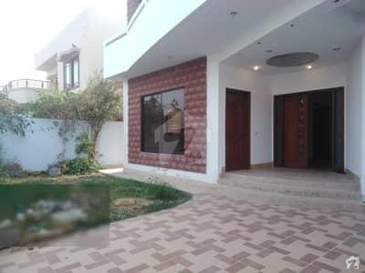 ڈی ایچ اے فیز 8 ڈی ایچ اے کراچی میں 6 کمروں کا 1 کنال مکان 2.5 لاکھ میں کرایہ پر دستیاب ہے۔