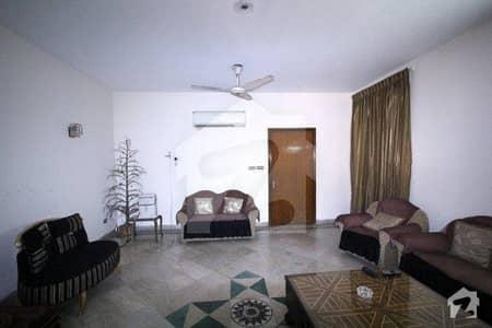 ماڈل ٹاؤن لاہور میں 5 کمروں کا 2 کنال مکان 2.75 لاکھ میں کرایہ پر دستیاب ہے۔