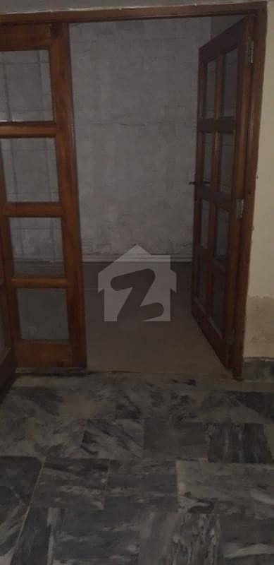 گلبرگ 2 گلبرگ لاہور میں 2 کمروں کا 10 مرلہ زیریں پورشن 55 ہزار میں کرایہ پر دستیاب ہے۔